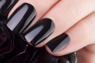 Very balack nails